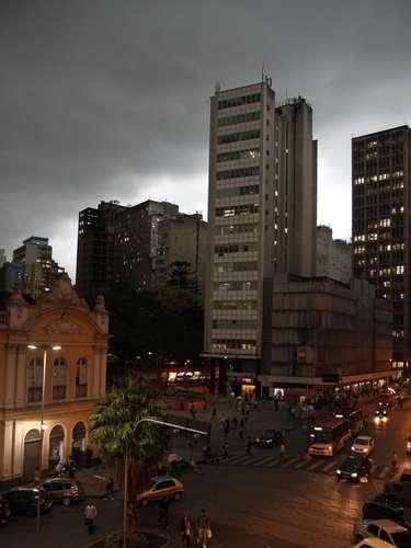 23 de outubro -Condições de forte instabilidade justamente no fim da tarde e nas horas precedentes ao jogo do Grêmio na Arena podem complicar o trânsito da cidade