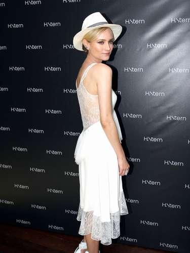 A atriz alemã, que já atuou em filmes comoBastardos InglórioseTróia, foi ao evento a convite de Roberto Stern, diretor criativo da joalheira