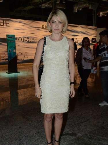 A atriz Antônia Fontenelle esteve presente no primeiro dia do Fashion Rio, nesta quarta-feira (6).\