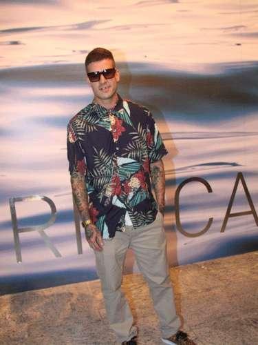 O ator Mateus Verdelho, ex-namorado de Barbara Evans, também marcou presença no penúltimo dia do Fashion Rio.\
