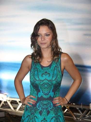 A atriz Milena Toscano também foi clicada no Fashion Rio, nesta quinta-feira (7)