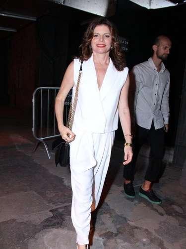 A atriz Deborah Bloch marcou presença no último dia do Fashion Rio, neste sábado (9)