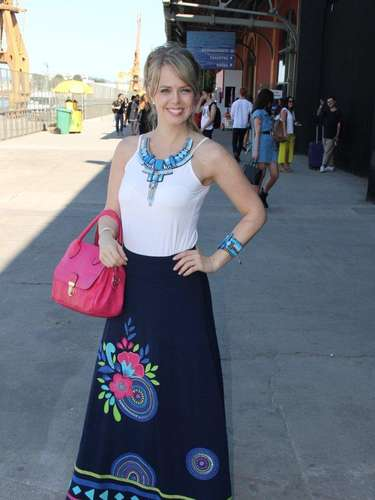A atriz Mariza Marchetti circulou no Píer Mauá neste sábado (09), último dia de Fashion Rio
