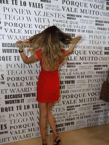 A modelo Isabelli Fontana exibe seus cabelos mais loiros