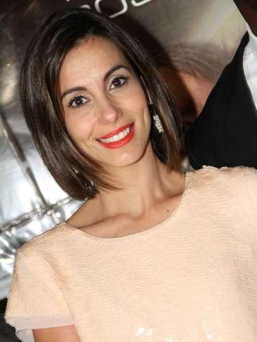 Sucesso na novela Joia Rara, a atriz Tania Khalill, de 36 anos, encontra na felicidade o caminho para ficar com tudo em cima
