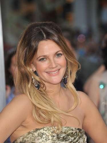 """Uma das principais estrelas de Hollywood, Drew Barrymore acredita que não há nada melhor do que a felicidade para deixá-la ainda mais bonita. """"Ela é a melhor maquiagem que uma mulher pode usar"""", contou ao site E! Online"""