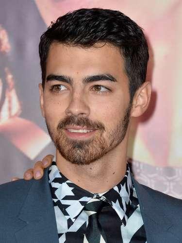Joe Jonas - Em um artigo, o músico de 24 anos afirmou que perdeu a virgindade há apenas quatro anos