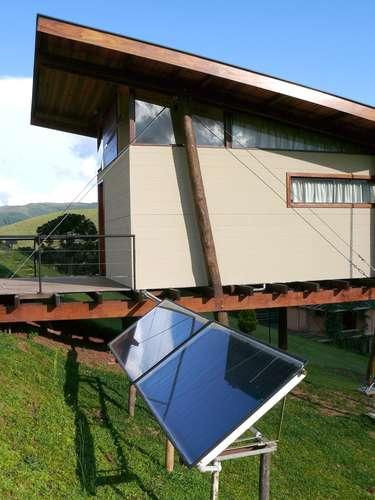 Para completar o caráter sustentável do projeto, ele ainda conta com aquecimento solar de água