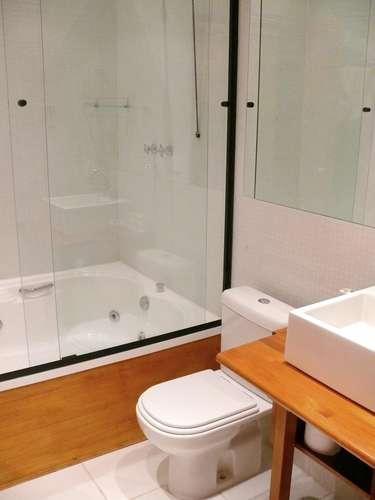 A casa tem 40 m2 de área interna e mais 20 m2 de áreas externas