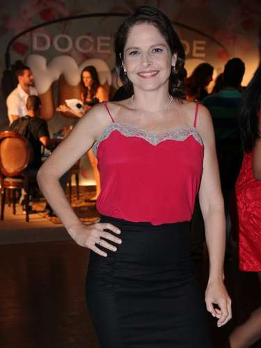 O elenco de Doce de Mãe divulgou nessa terça-feira (21) a nova série da Globo. Na foto, Drica Moraes