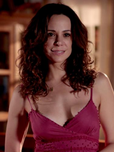 Juliana (Vanessa Gerbelli)  Mulher de Fernando (Leonardo Medeiros), é voluntariosa e mimada. Demonstra ter mais independência e menos paixão que o marido. Sua razão de viver pode ser resumida no desejo de ser mãe. Se encanta com Bia, filha de sua empregada