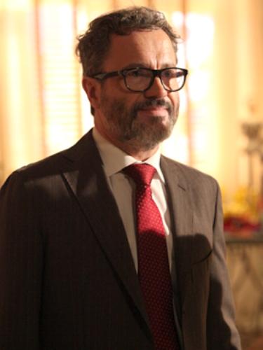 Fernando (Leonardo Medeiros)  Advogado, faz de tudo para entender as excentricidades e ficar mais próximo de Juliana