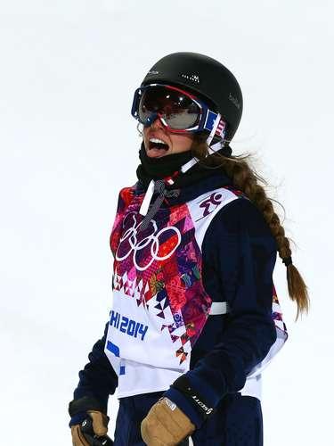 Maddie Bowman, dos Estados Unidos, apostou em uma trança estilosa, mesmo como capacete