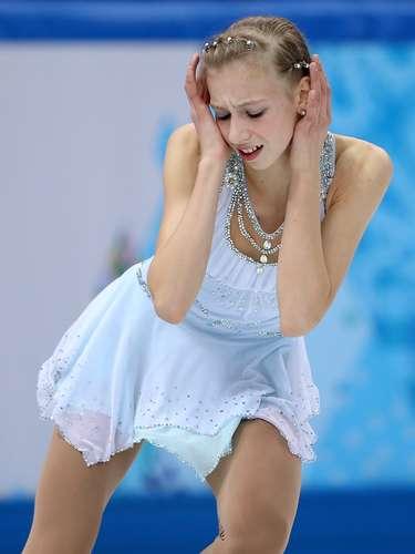 Detalhes no cabelo fazem parte da apresentação nos patins. Polina Edmunds, dos Estados Unidos, usou pedras no topete e nas laterais
