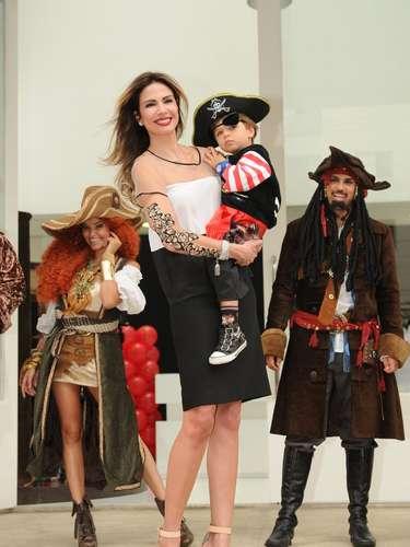 O pequeno Lorenzo ganhou uma festa temática do filme Piratas do Caribe para comemorar seu aniversário de 3 anos, nesta quinta-feira (13), em Moema, na capital paulista. O menino, que é filho da apresentadora Luciana Gimenez com o empresário Marcelo de Carvalho, recebeu vários famosos