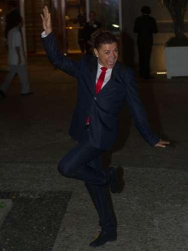 O promoter David Brazil fez pose, incentivou os fãs que cercavam o hotel a gritar e brincou que estava com medo de ser barrado, já que a festa pedia black-tie e ele escolheu uma gravata vermelha