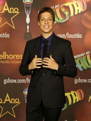 Vários famosos posaram nos estúdios da TV Globo antes de participarem do prêmio Melhores do Ano, que será exibido no 'Domingão do Faustão' deste domingo (16)