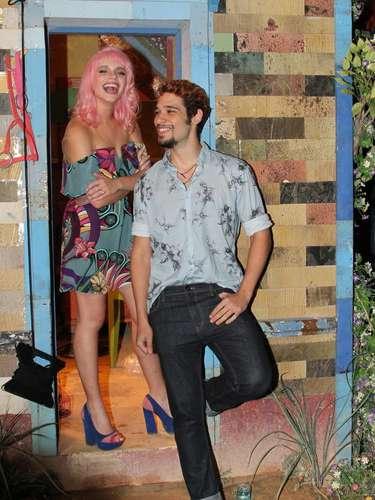 O elenco da nova novela das 18h da Rede Globo,Meu Pedacinho de Chão, se reuniu na noite de quinta-feira (28) para o lançamento do folhetim. Durante a festa eles se divertiram fazendo fotos e assistindo ao clipe com cenas da novela. Na foto, Bruna Linzmeyer e Bruno Fagundes