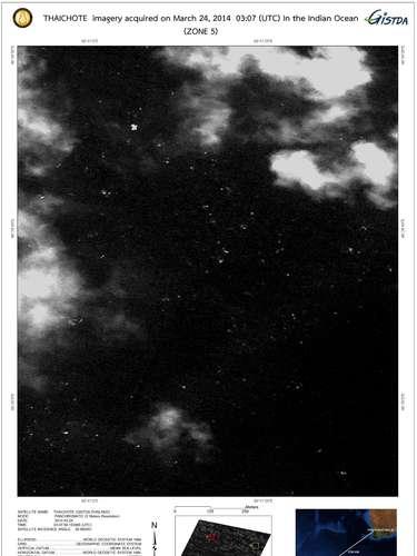 Imagem de satélite feitaem 24 de março mostraobjetos flutuantes no sul do Oceano Índico. Imagem foi divulgadapela Agência de Desenvolvimento de Tecnologia Espacial (GISTDA), em 27 de março