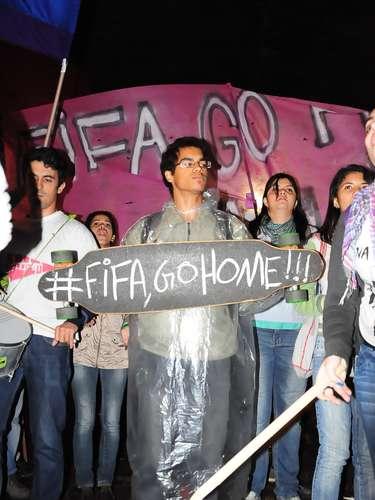 15 de abril - Grupo partiu da avenida Paulista em direção à estação Butantã, na zona oeste da capital