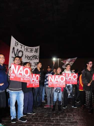 15 de abril - Um novo protesto contra a realização da Copa do Mundo no Brasil foi marcado para o dia 29 de abril