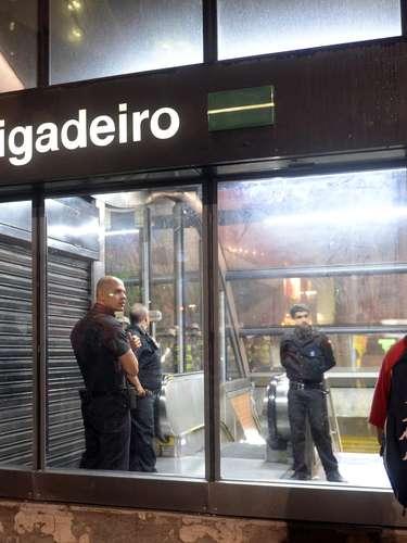 24 de maio - Manifestantes chegaram até a estação Brigadeiro, da linha verde do Metrôde São Paulo