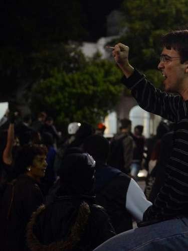 24 de maio - Manifestantes protestam contra a Copa do Mundo em SP