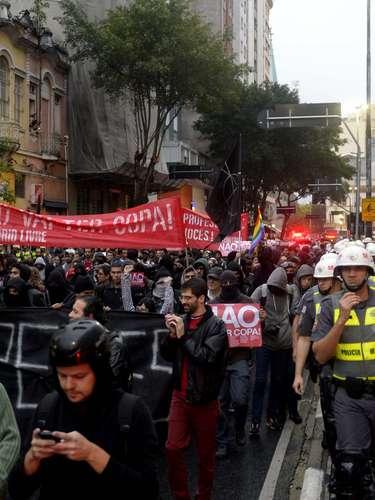 24 de maio - Mais de mil manifestantes participaram do ato no centro de São Paulo