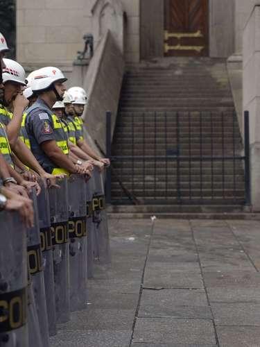24 de maio - Policiais chegaram a acompanhar o protesto, mas não tiveram que agir no ato, que foi pacífico