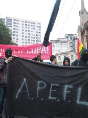 24 de maio  - Policiais da Tropa de Choque, Cavalaria e outros pelotões acompanham a manifestação