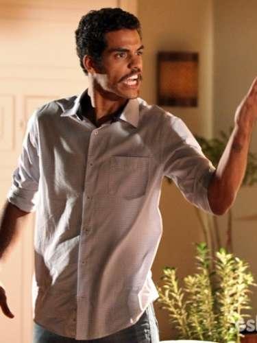 Jairo ameaça Juliana e diz que levará Bia para morar com ele na comunidade. A dona de casa, então, afirma que também se mudará com eles
