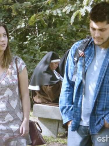 Depois que André aceita o desafio de Laerte e coloca sua vida em risco por Luiza, Bárbara decide desistir do romance