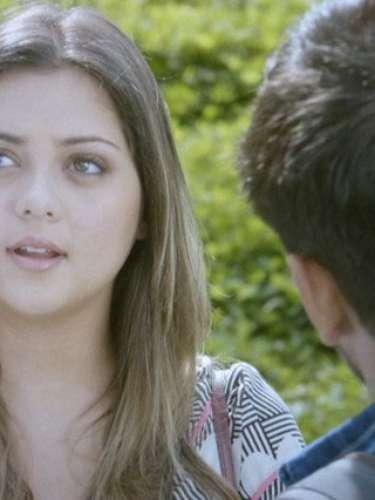 Triste, ela diz que vai a Boston com Lucas
