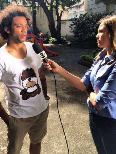 Marcelo deu uma entrevista sobre a vitória do Brasil contra o Chile, e postou foto do momento. \