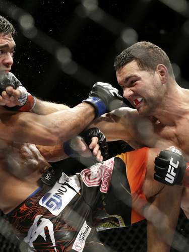 Chris Weidman dominou os três primeiros rounds da luta principal do UFC 175