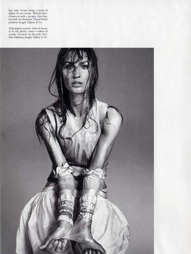 Em dezembro de 2010 a modelo foi fotografada pelas lentes de Steven Meisel para a Vogue Itália, com um mix de excêntrico e andrógino