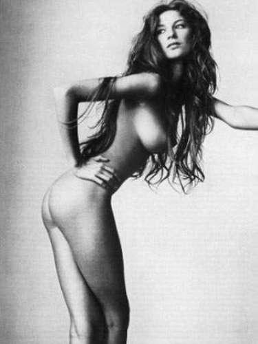 No começo de sua carreira, em julho de 1999, Gisele Bündchen participou de um ensaio fotográfico nu, em preto e branco, para a revista \