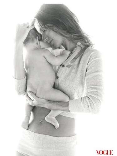 A top foi clicada na Costa Rica pelo fotógrafo Patrick Demarchelier com o seu primeiro filho, Benjamin, para a revista Vogue. Esta foi a primeira vez em que o pequeno apareceu em um editorial