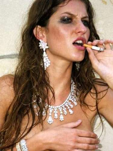 Em 2010, Gisele Bündchen fotografou em St Barths para a Vogue italiana seminua e fumando um cigarro