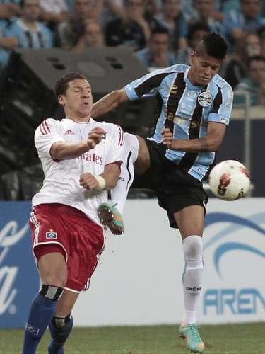 Mesmo com pressão, Grêmio conseguiu manter defesa bem posicionada