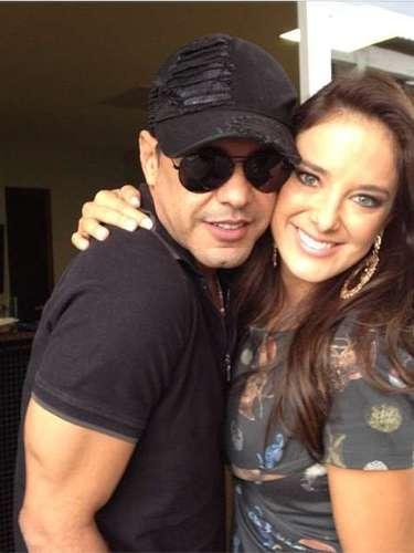 Ticiane ainda postou uma foto abraçada com Zezé di Camargo...