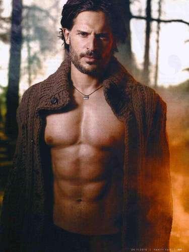 O americano Joe Manganiello, do seriado True Blood, interpreta um lobisomem e também chamou a atenção devido ao porte forte e à barriga tanquinho