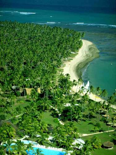 Praia do Forte, BA Situado na paradisíaca Praia do Forte, o Tivoli Eco Resort é um dos melhores hotéis do litoral brasileiro. A Intravel oferece pacotes de 8 dias no hotel, incluindo passagem aérea até Salvador, traslados terrestres de chegada e saída e hospedagem. Preços a partir de R$ 5.200. Informações: (11) 3120-4141
