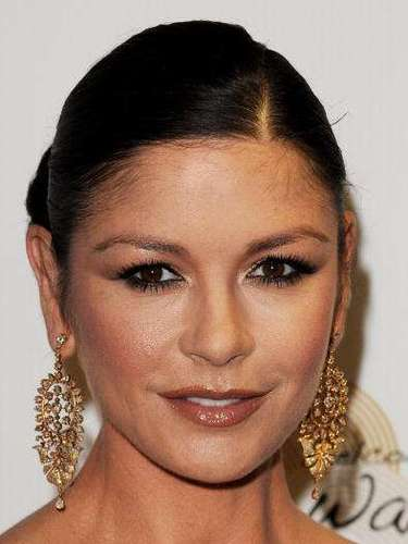 Catherine também recorre às bases e aos pós compactos da marca americana especializada em maquiagem Bare Minerals