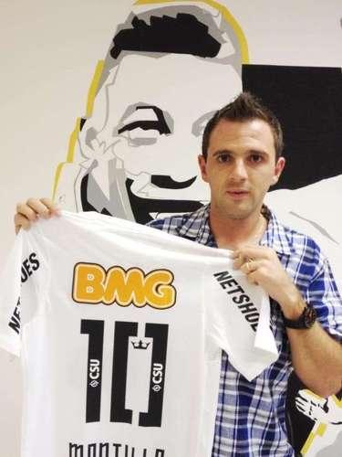 O Santos oficializou a contratação de Walter Montillo, destaque do Cruzeiro nas últimas temporadas. O meia argentino chega à Vila Belmiro para suprir uma carência no setor de armação desde a saídade Paulo Henrique Ganso.