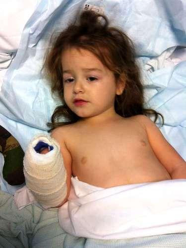 Amelia Lancaster sofre por causa de uma meningite em um hospital de Oxford, no Reino Unido. A menina surpreendeu médicos após se recuperar quando os médicos davam horas de vida para ela