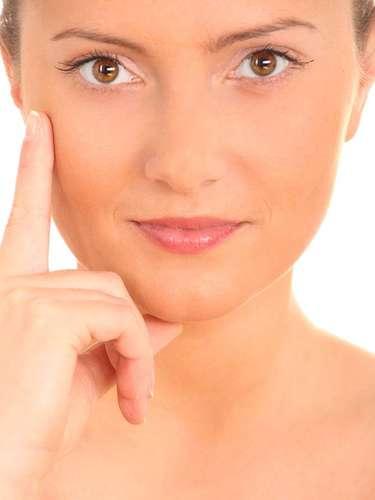 Componente natural da pele, ácido hialurônico proporciona a hidratação da cútis, além de melhorar o aspecto das rugas e da flacidez facial