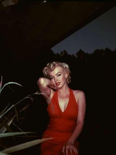 1ª: Marylin Monroe - atriz, ex-namorada do ex-jogador de beisebol Joe DiMaggio
