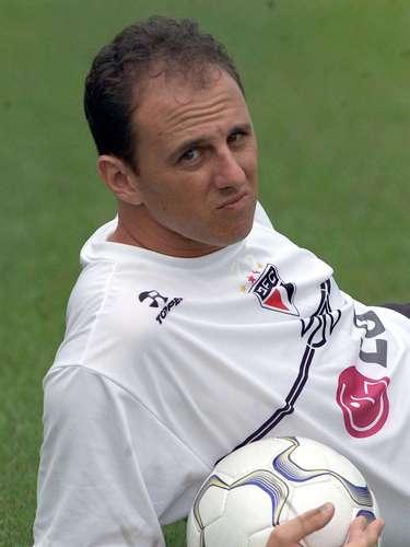 Maior goleiro-artilheiro da história (2006) Em 2006, com dois gols sobre o Cruzeiro, Rogério chegou a 64 na carreira e superou o paraguaio José Luis Chilavert (62 gols) como o goleiro mais artilheiro da história do futebol mundial