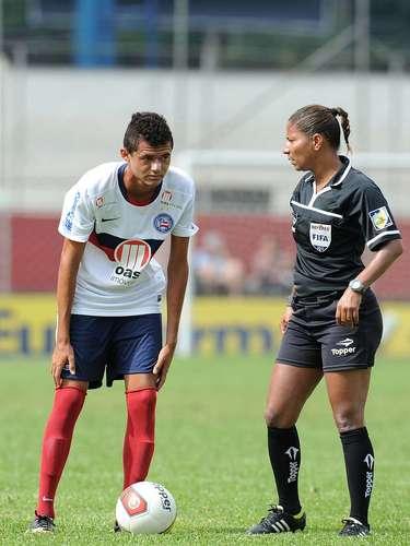Exigido, o camisa 1 do Bahia quase levou o gol esmeraldino aos 30min, em rebote que Erick mandou para as redes  a arbitragem, porém, assinalou impedimento